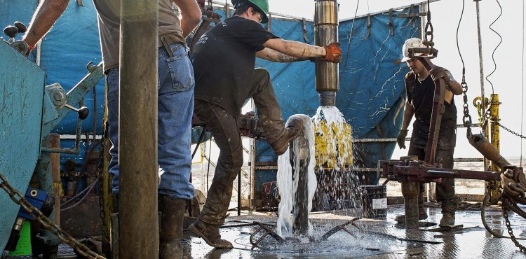 Ecuador Calls on Colombia, Mexico to Freeze Oil Output
