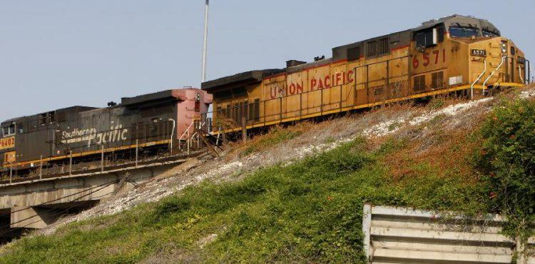 Train Derailment in West Virginia Sends Oil Tanker into River