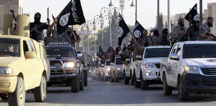 ISIS Smuggles Oil, Scares Off Oil Investments