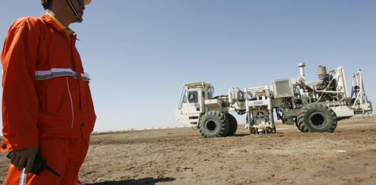 China to Bolster Iraq Relations, Help Rebuild Country