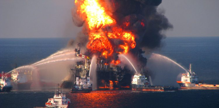Petroleum Ministry: Isolated Belayim Oil Rig Fire Under Control