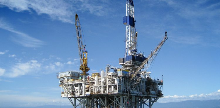 Oil Trades at near $60 as Number of Active US Rigs Decrease