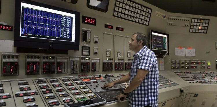 Iran Tempts Foreign Investors with Electricity Exports