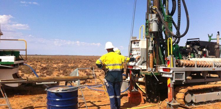 El-Hamra Oil Tender for New Rig to Drill Wells in Western Desert