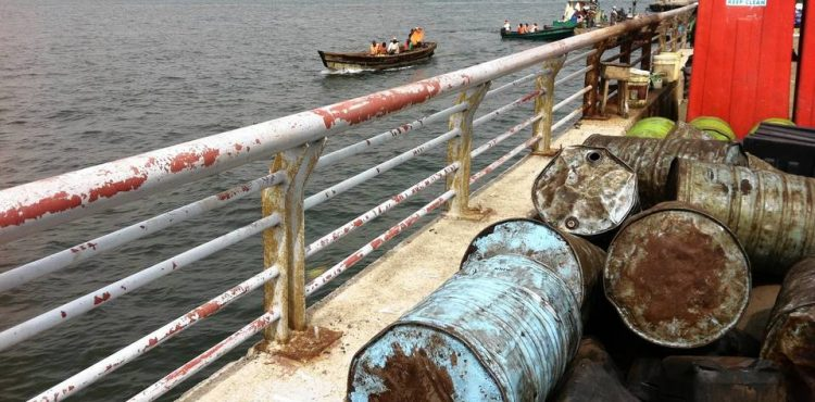 Nigerian Army Attacks Illegal Oil Bunkers