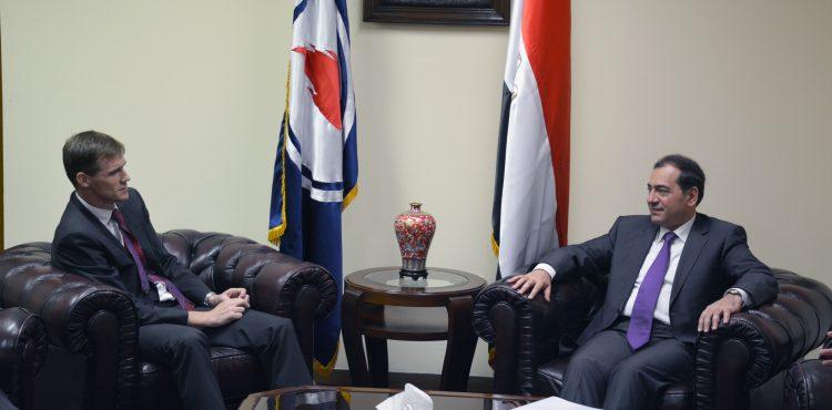 El Molla Talks Petroleum Projects with UK's Ambassador