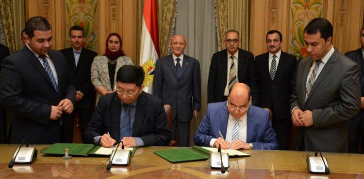 Egypt, China Sign $2B Solar MoU