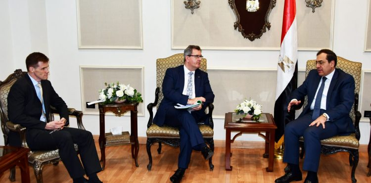 El Molla Discusses Oil, Gas Cooperation with British Trade Representative