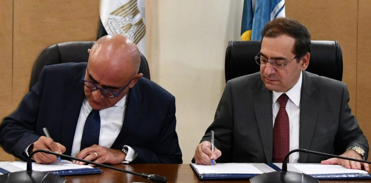 Oil Ministry Signs $1B E&P Agreement with Shell