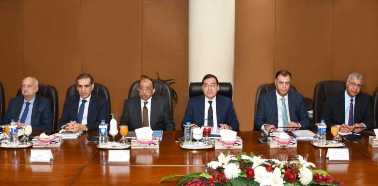 El Molla Reviews Petroleum Projects in Upper Egypt