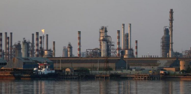 Iran Exports 273,000 bbl/d of Oil in June, Storage Nears Capacity