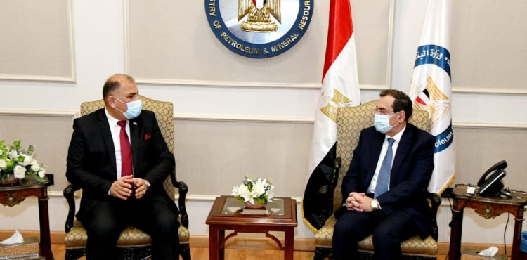 El Molla Discusses Ways to Reinforce Cooperation with Iraqi Industry Minister
